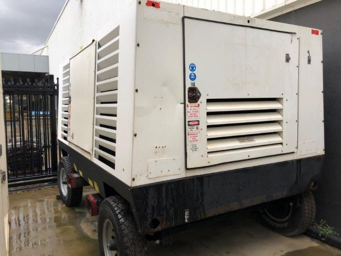 900 cfm USED SULLAIR DIESEL COMPRESSOR - UA1081